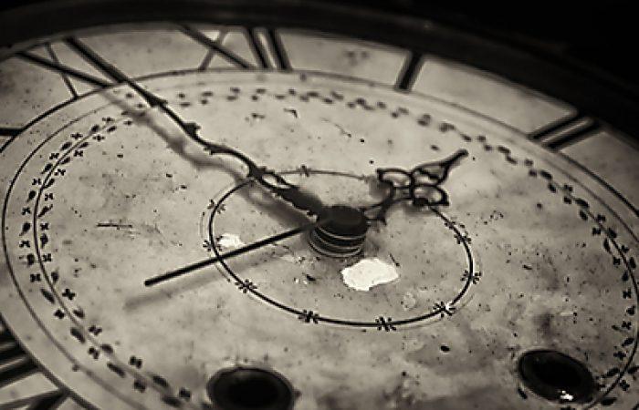 Ένα παραμύθι για τη διαταραγμένη σχέση με το Χρόνο, την Ενηλικίωση και την έννοια της Αλλαγής